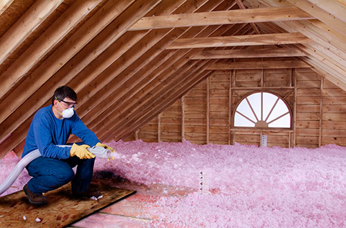 Loosefill_attic_installer_on_board_adjusted_for_pink